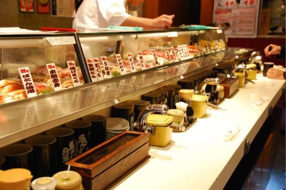 Tokyo - Restaurant de sushis debout (1)