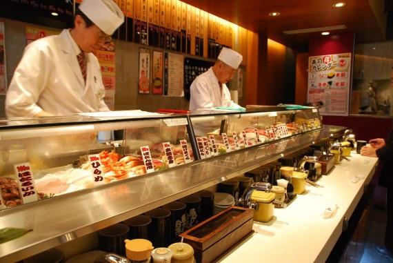 Tokyo - Restaurant de sushis debout (2)