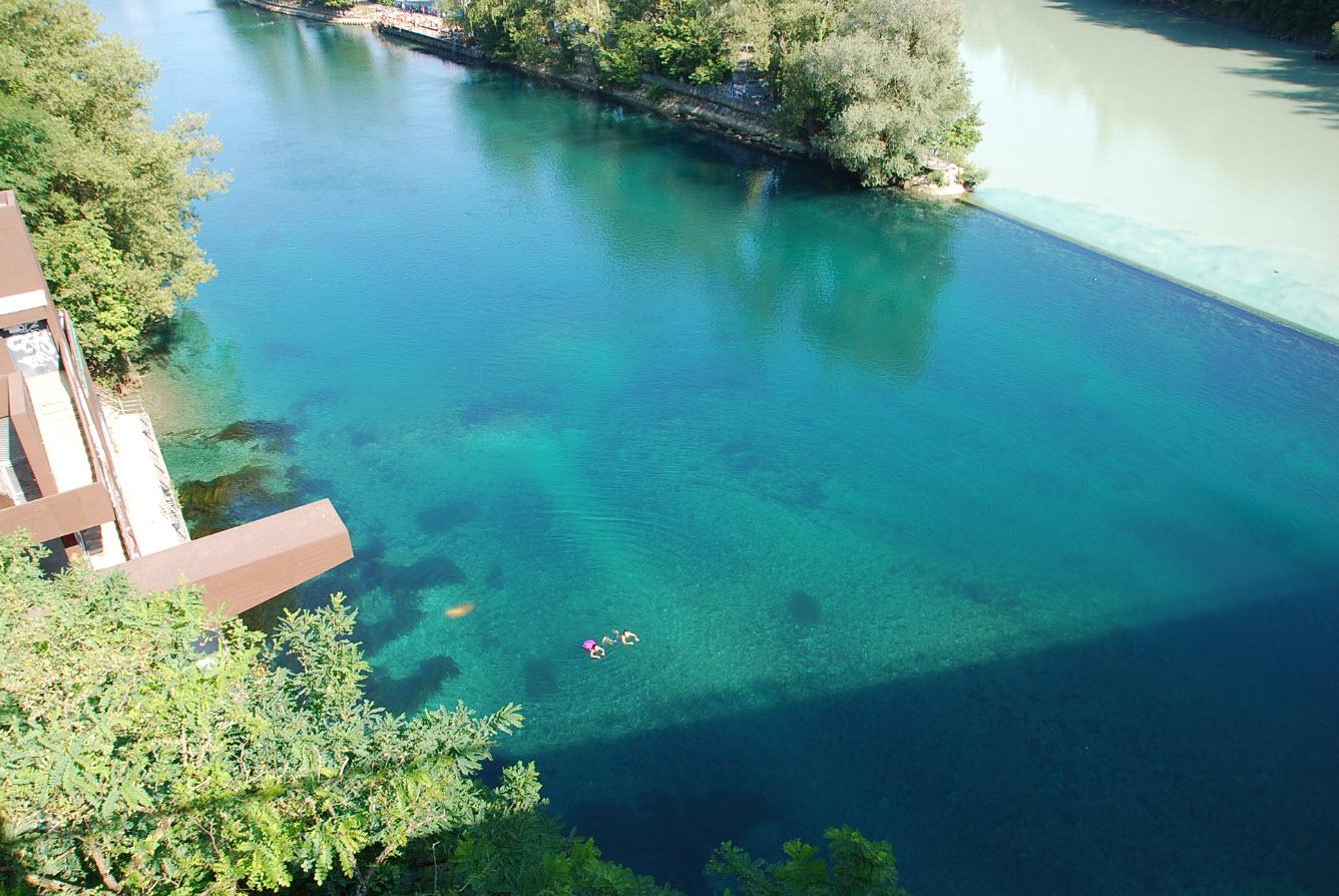 Baignade dans eau limpide du Rhone