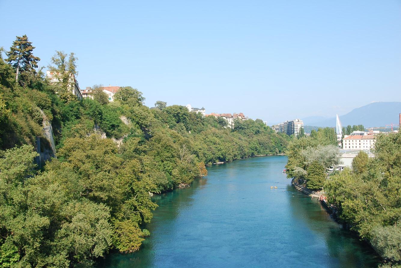 Baignade naturelle dans le Rhone a Geneve