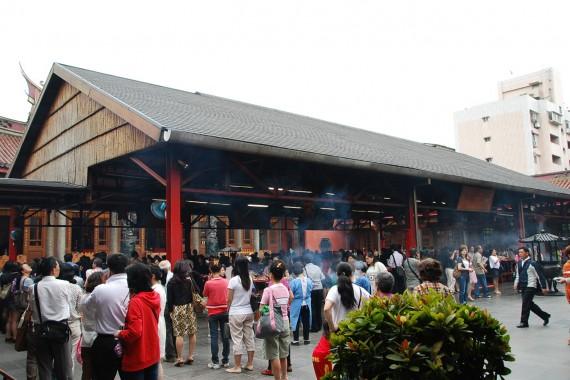 Cérémonies et offrandes Xingtian Temple (1)