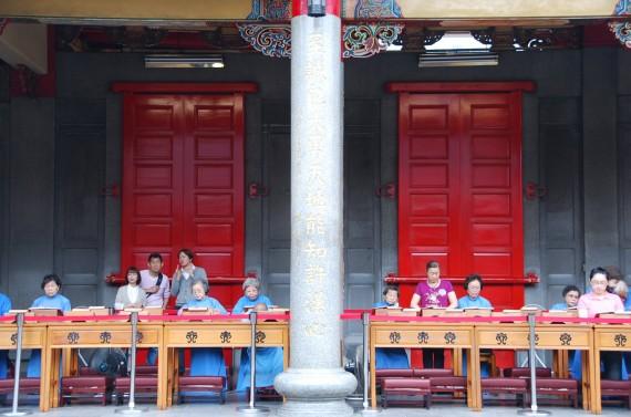 Cérémonies et offrandes Xingtian Temple (12)