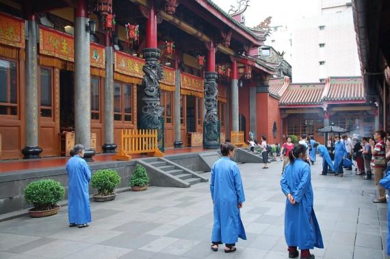 Cérémonies et offrandes Xingtian Temple (18)