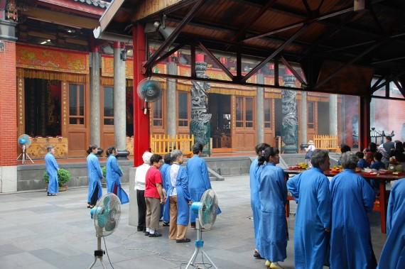 Cérémonies et offrandes Xingtian Temple (19)