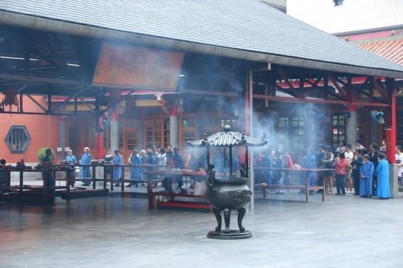 Cérémonies et offrandes Xingtian Temple (21)