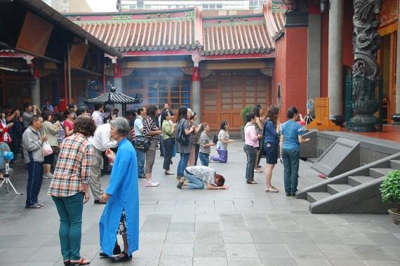 Cérémonies et offrandes Xingtian Temple (6)