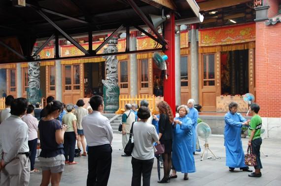 Cérémonies et offrandes Xingtian Temple (8)