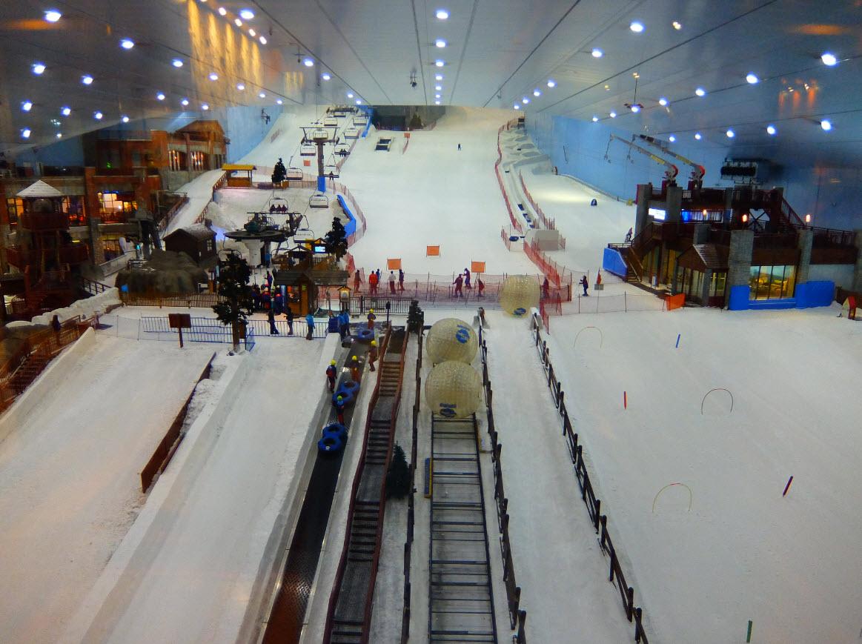 Skier l int rieur dans le d sert ski dubai for Piste de ski interieur