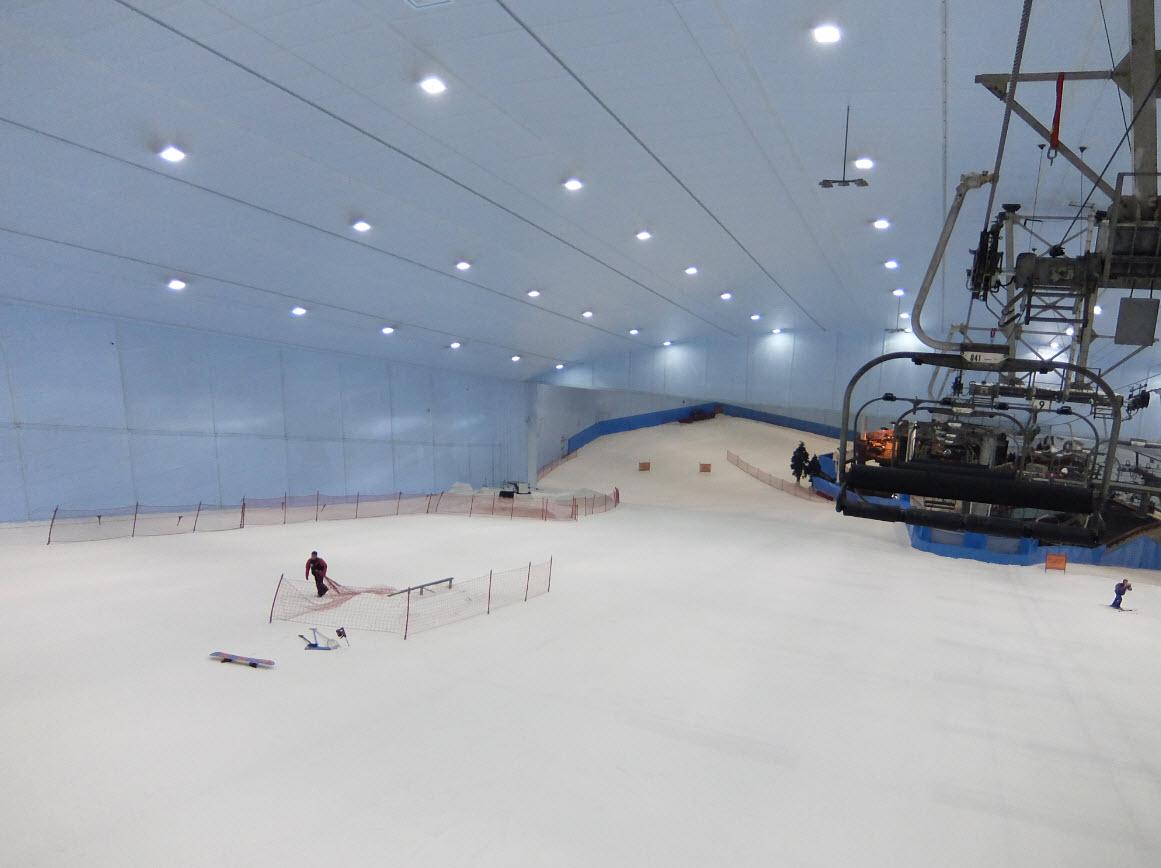 Skier l int rieur dans le d sert ski dubai for Interieur bobsleigh