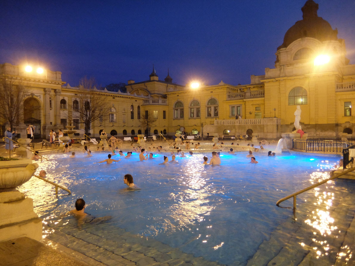 Les fameux bains thermaux sz chenyi budapest for Bain les bains