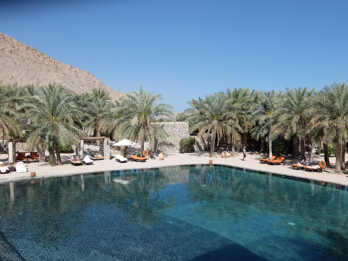 Visite de l h tel six senses zighy bay oman for Club piscine cabanon