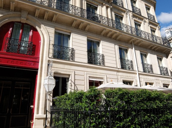 La Réserve Paris afternoon tea (1)