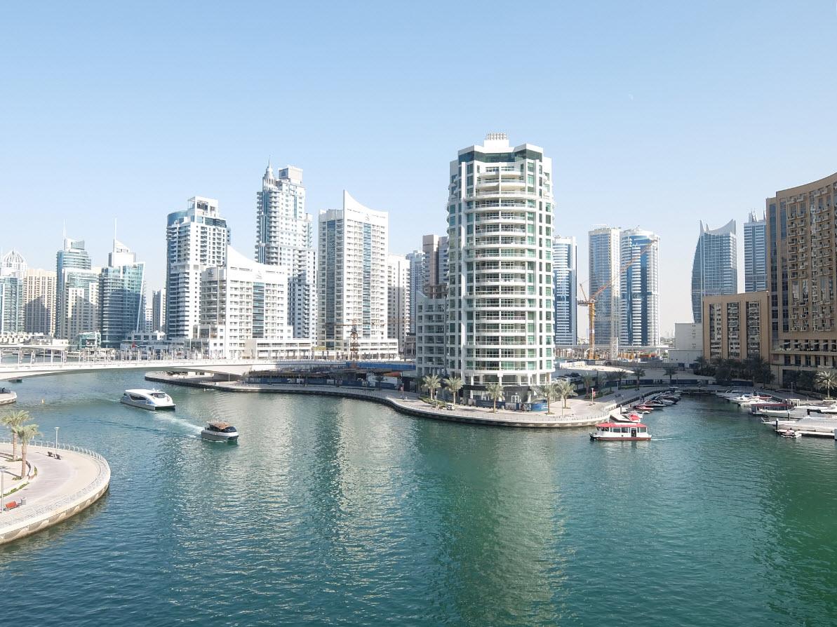 Vue sur Dubai Marina depuis la piscine de l'InterContinental