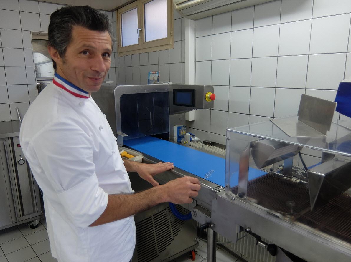 Travail manuel de preparation des chocolat