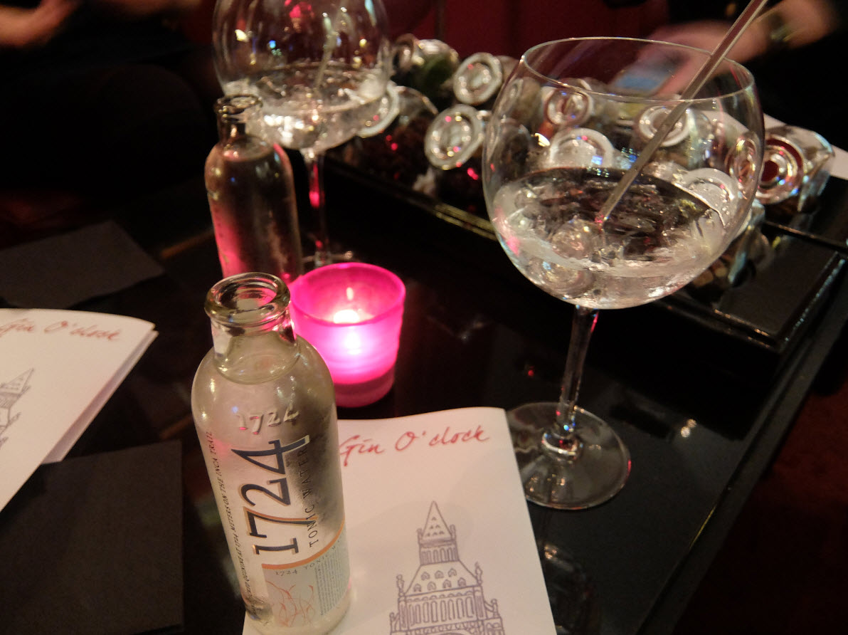 Gin tonic Mirror Bar Swissotel Geneve