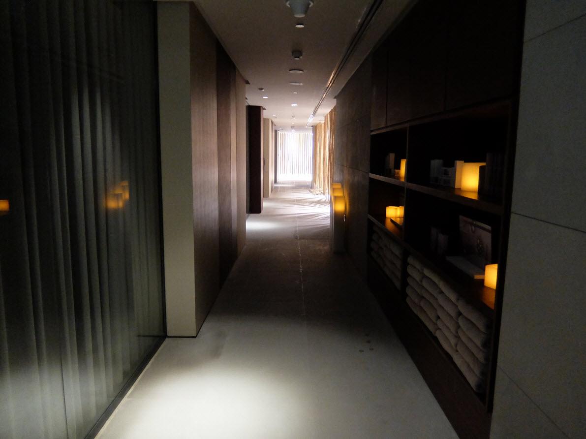 Couloir avec des bambous