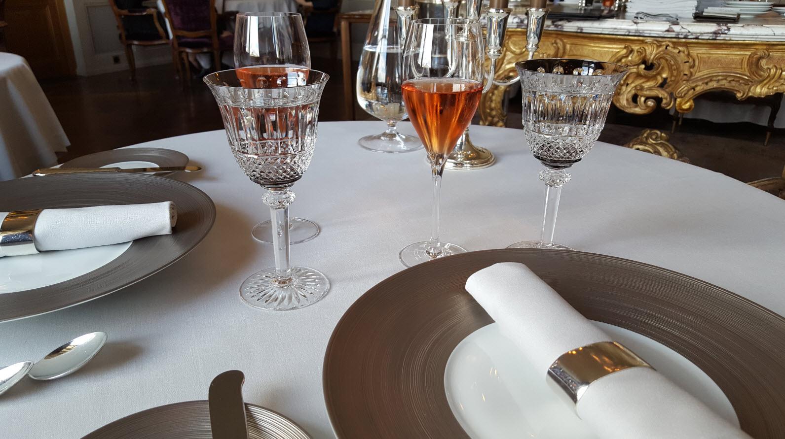 Champagne rose et dejeuner chez un trois etoiles michelin suisse