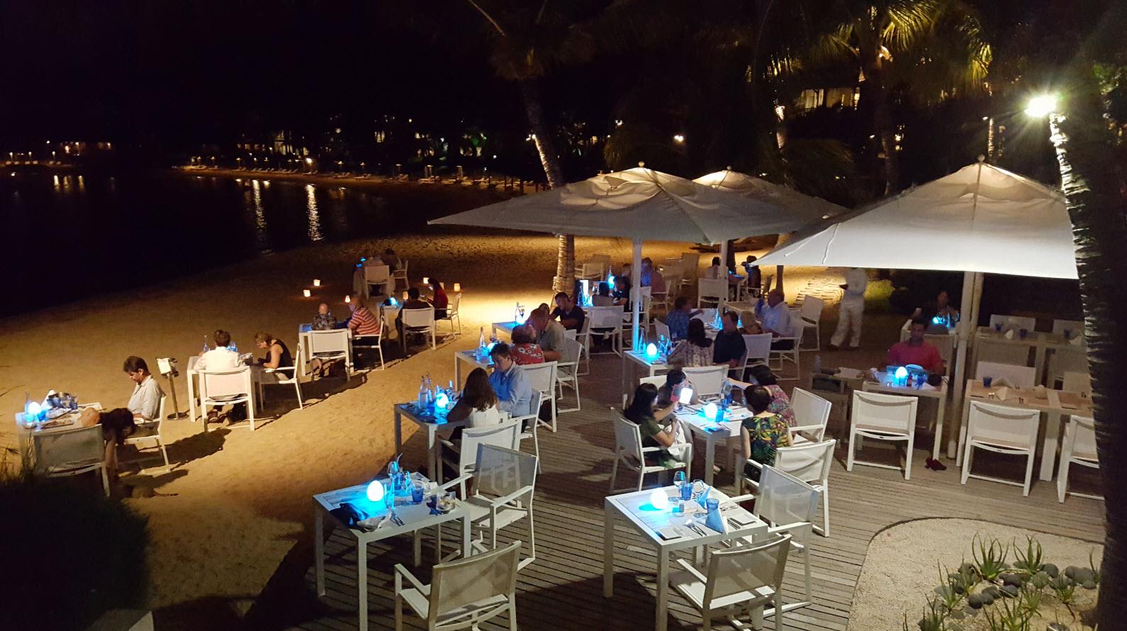 Restaurant Abalone les pieds dans le sable