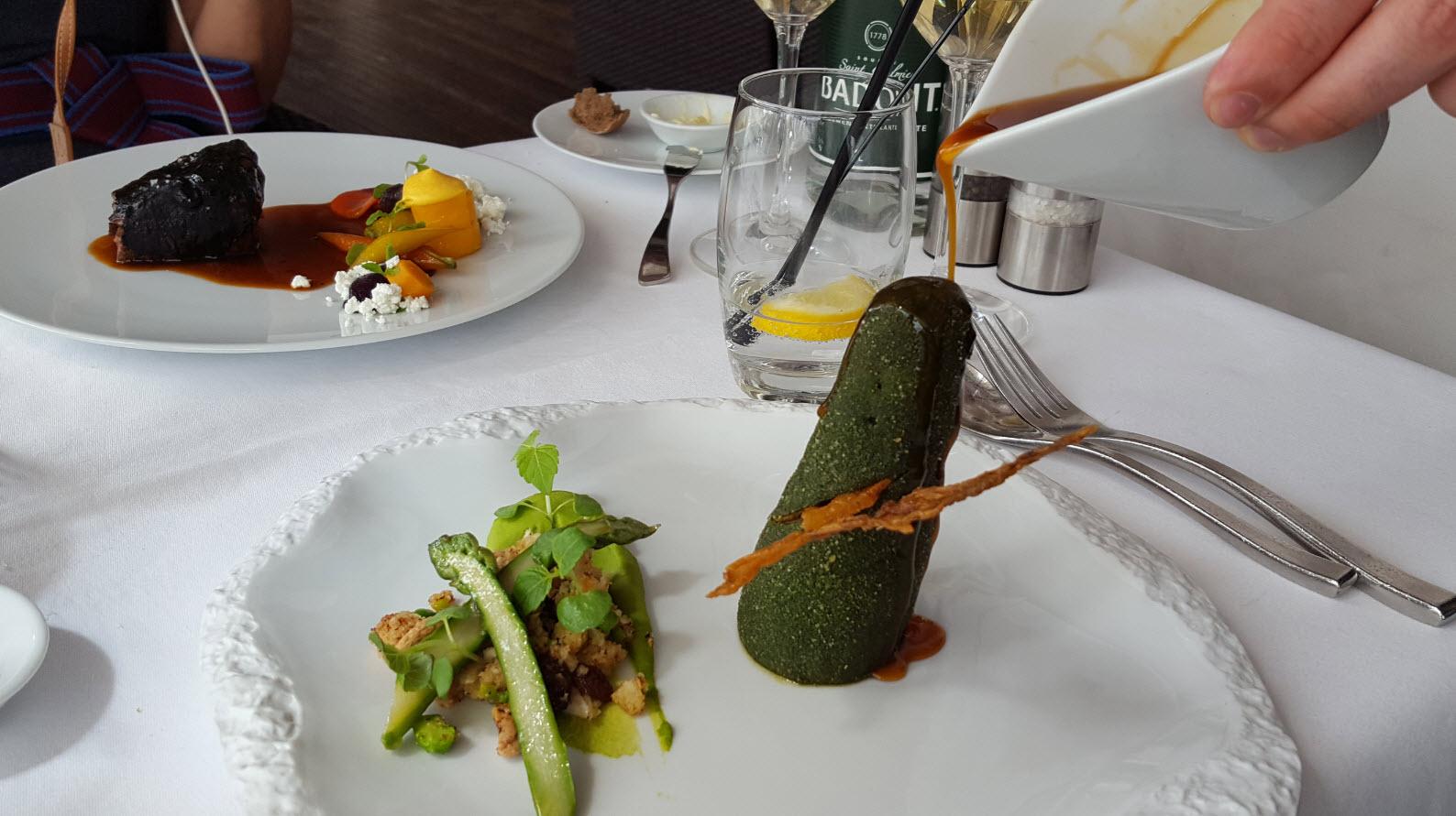 Caille conique semoule vegetale et asperges