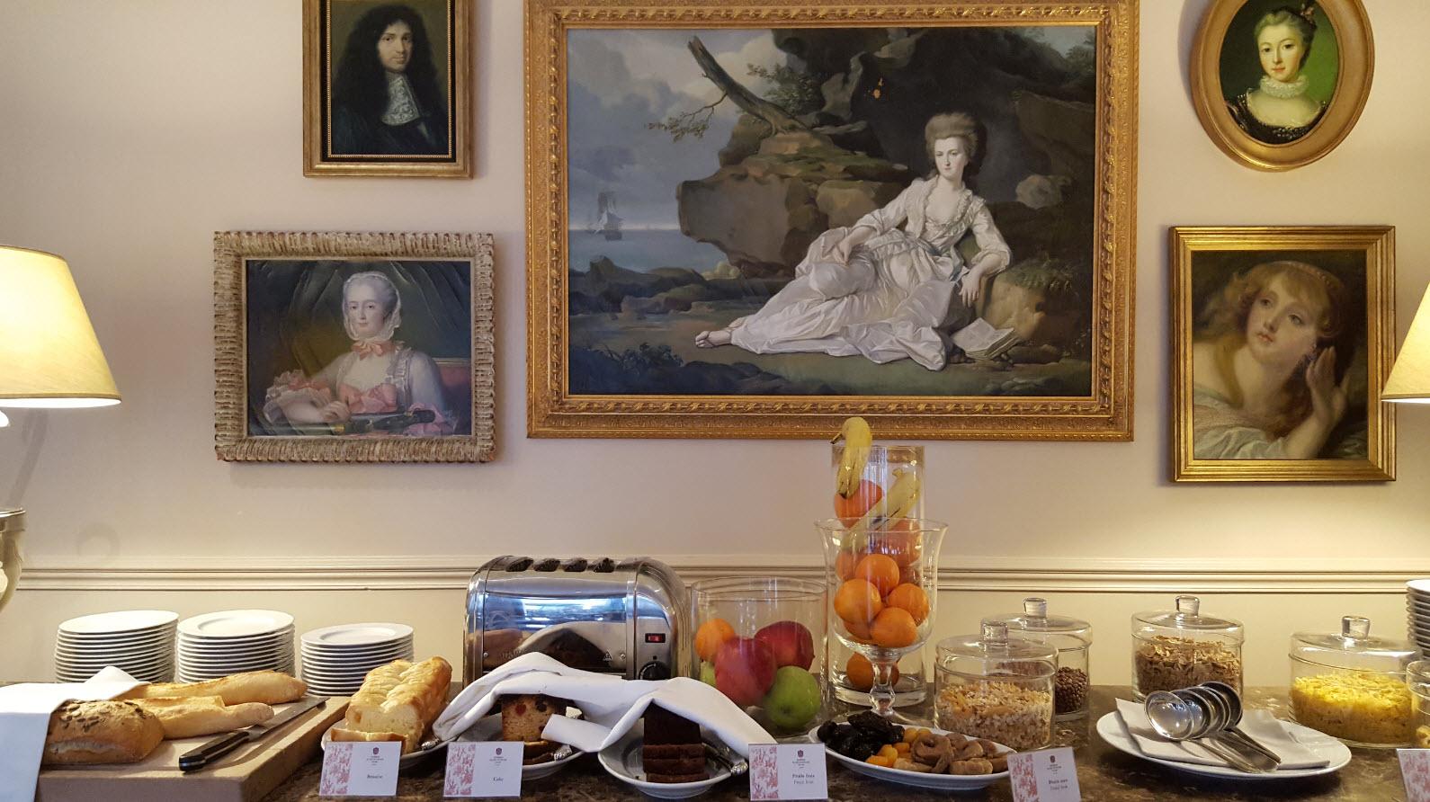 Petit-dejeuner dans cadre historique