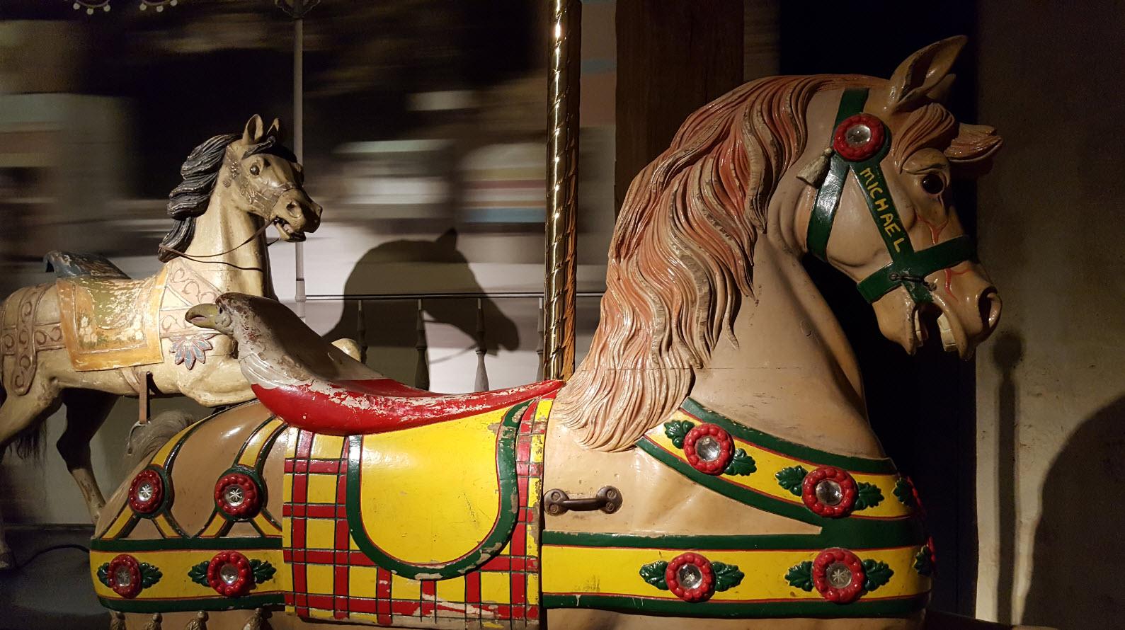 Manage chevaux en bois