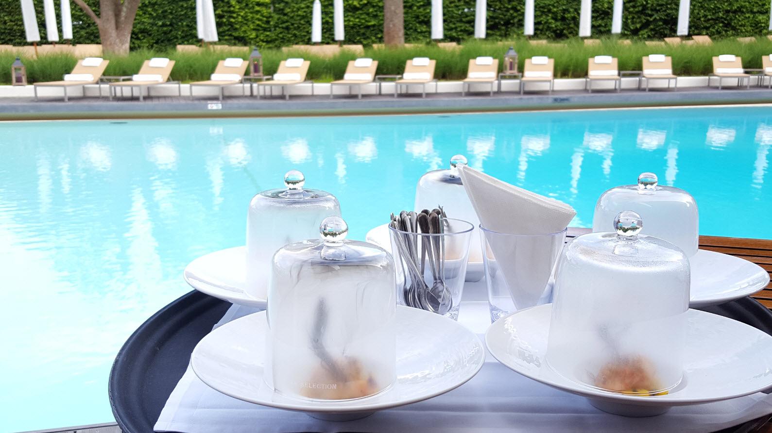 Dejeuner a la piscine