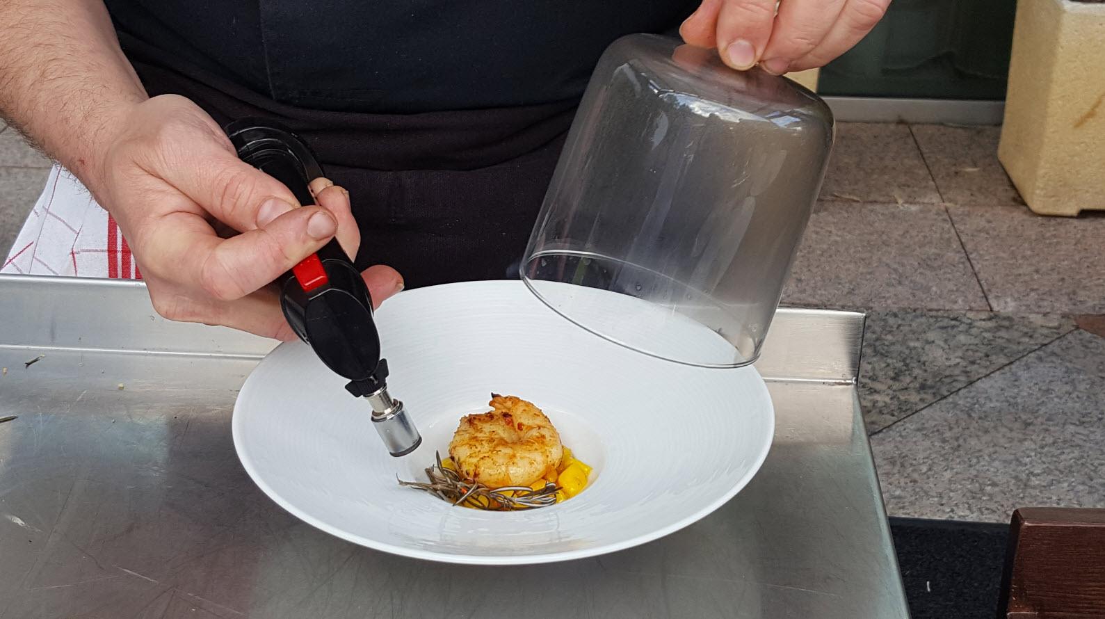 Preparation crevettes sous cloche