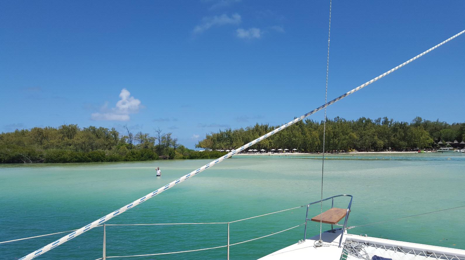 Vue de l'Ile aux Cerfs depuis le Catamaran