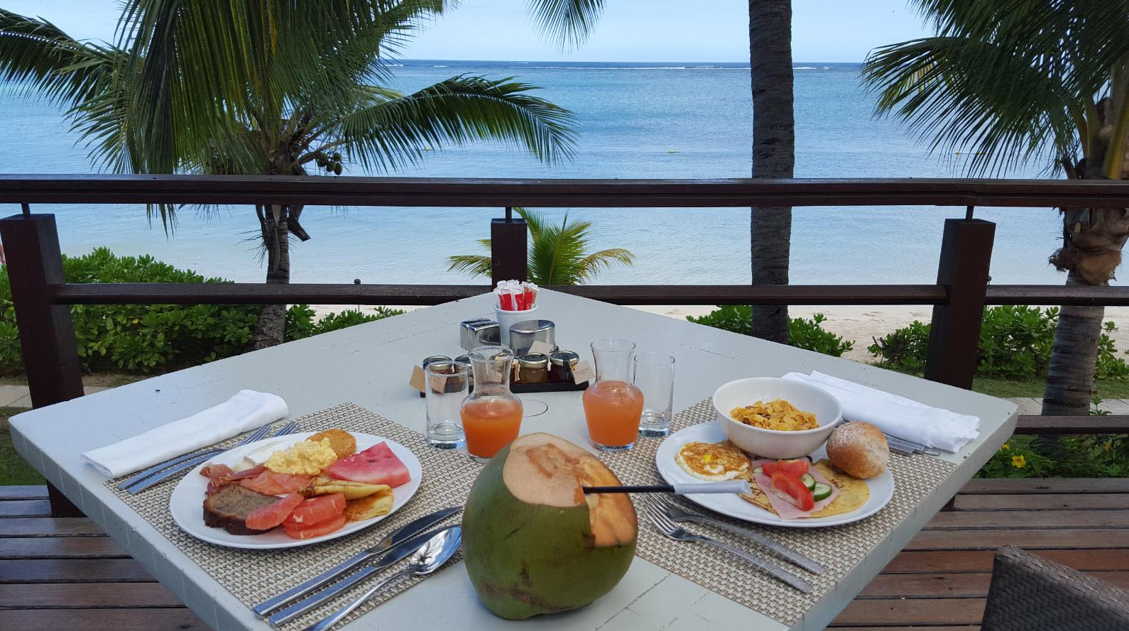 Petit dejeuner face a la mer