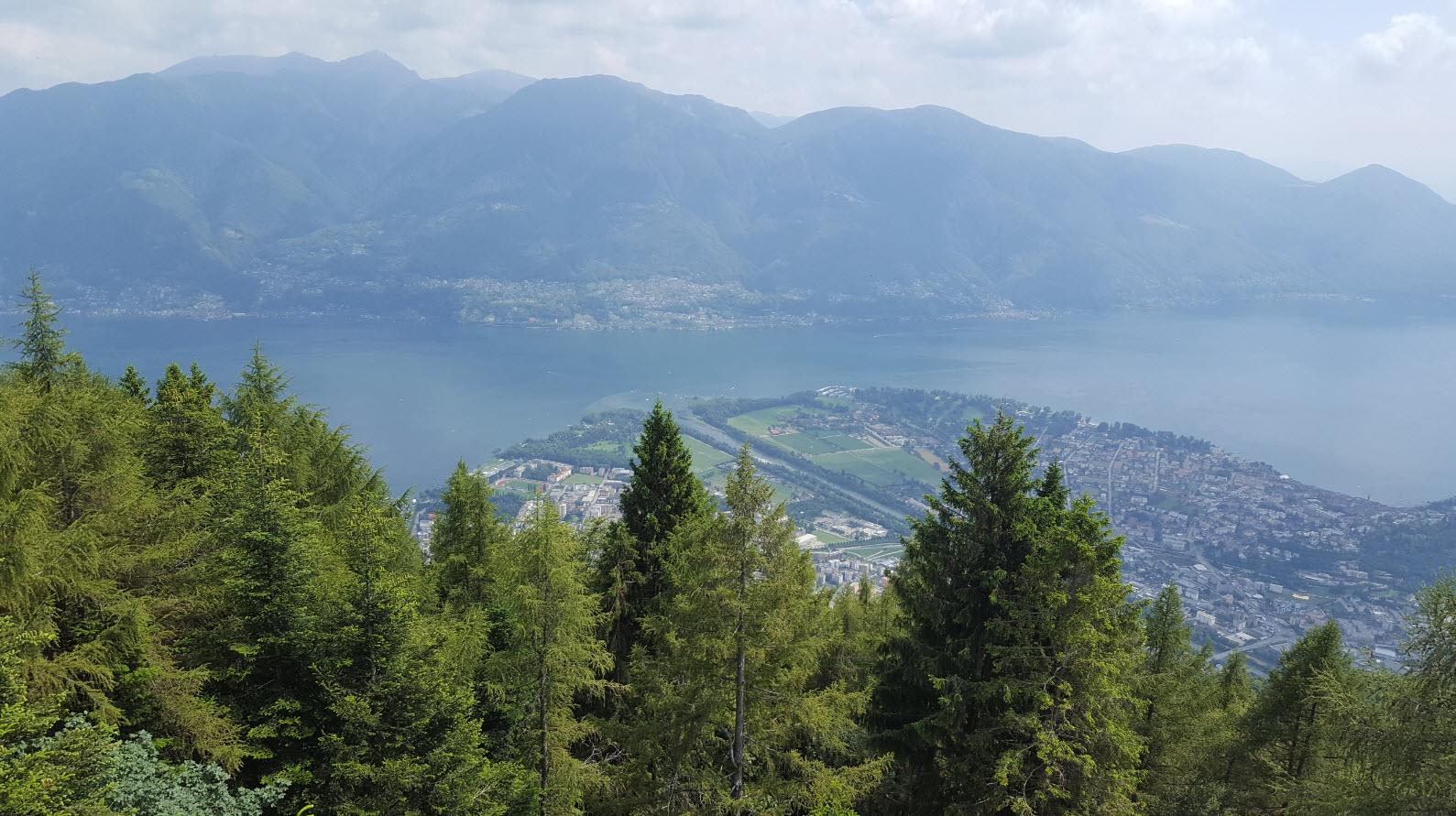 Point de vue sur le Tessin et l'Italie