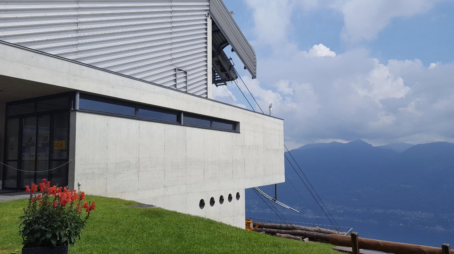 Arrivee du telepherique de Lugano a Cardada