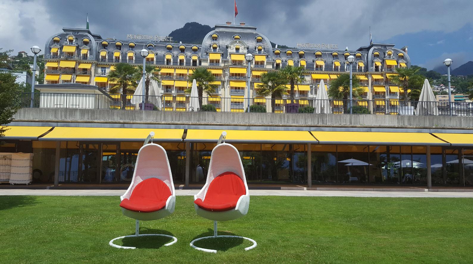Montreux Palace vu du lac