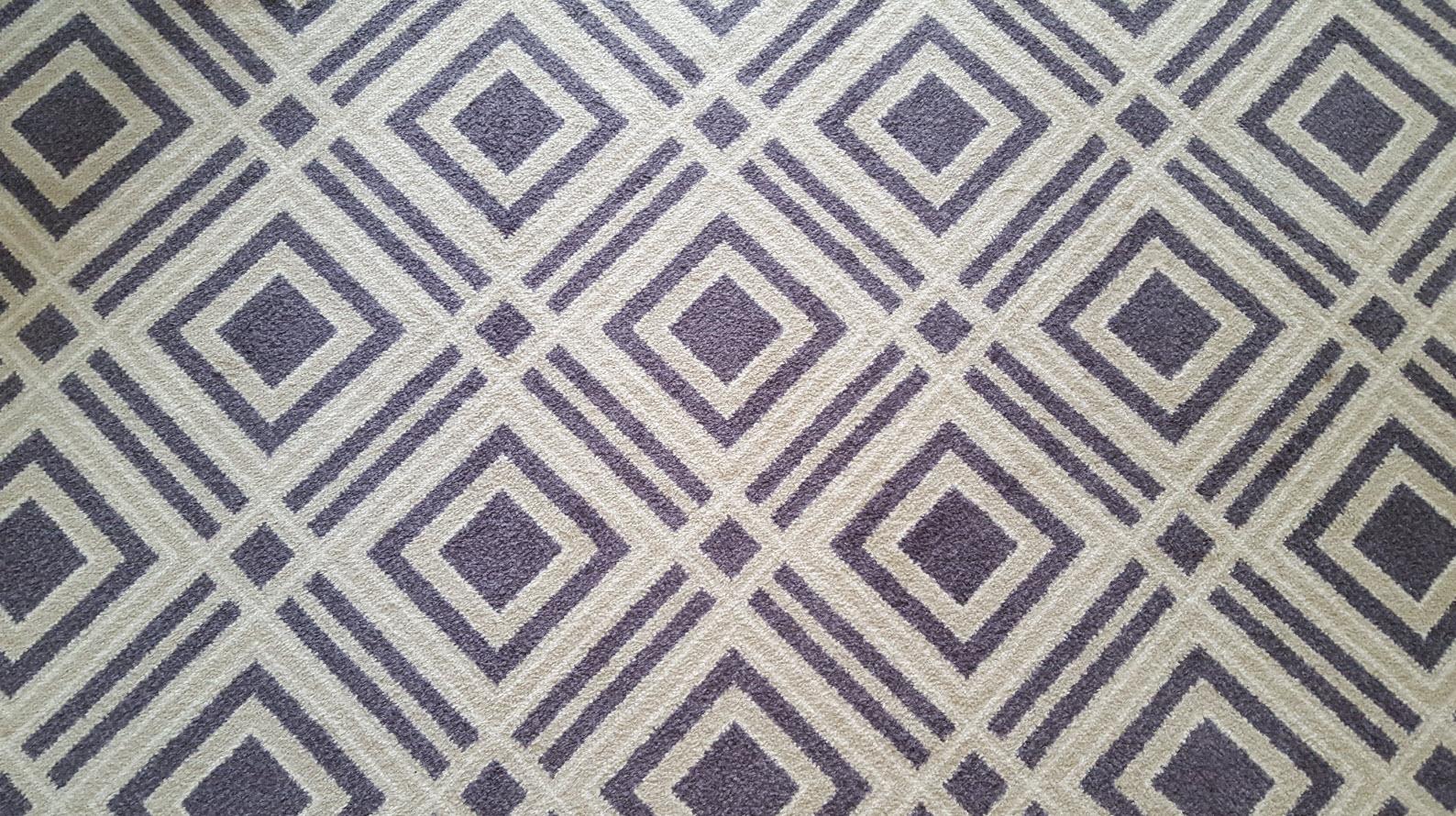 Moquette aux motifs geometriques