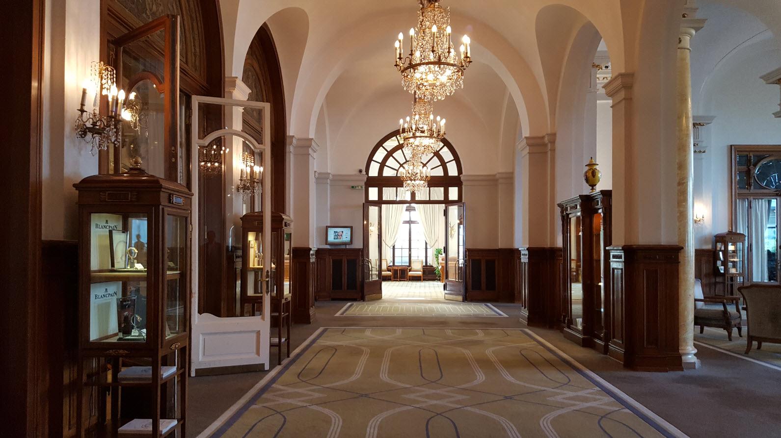 Couloir a la decoration historique