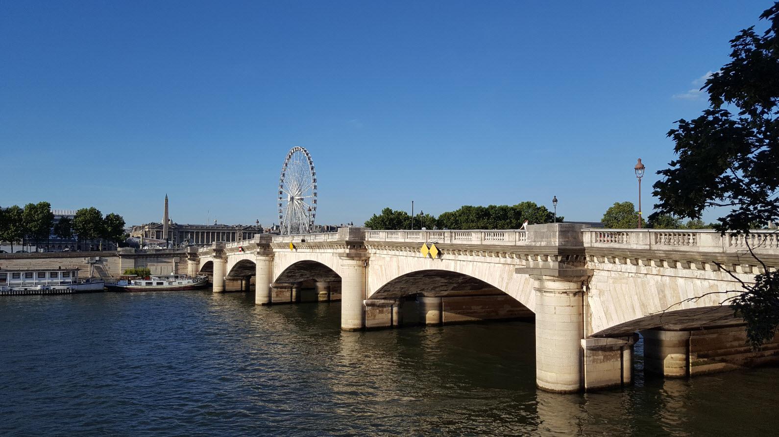 Entre le Grand Palais et la Place de la Concorde
