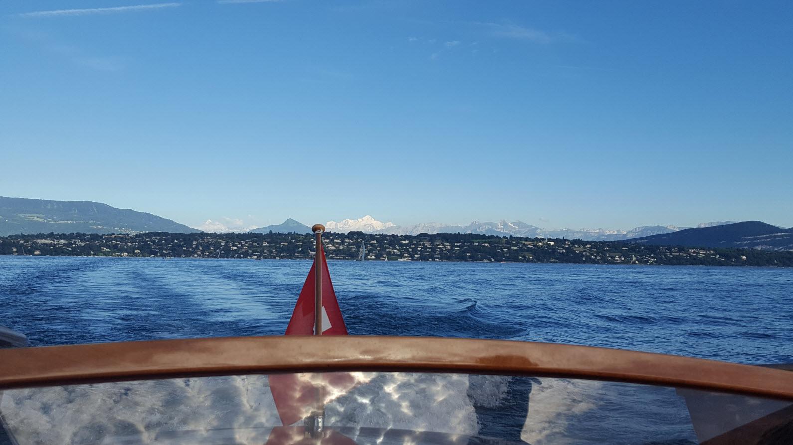 Mont-Blanc vu depuis le lac Leman sur le bateau