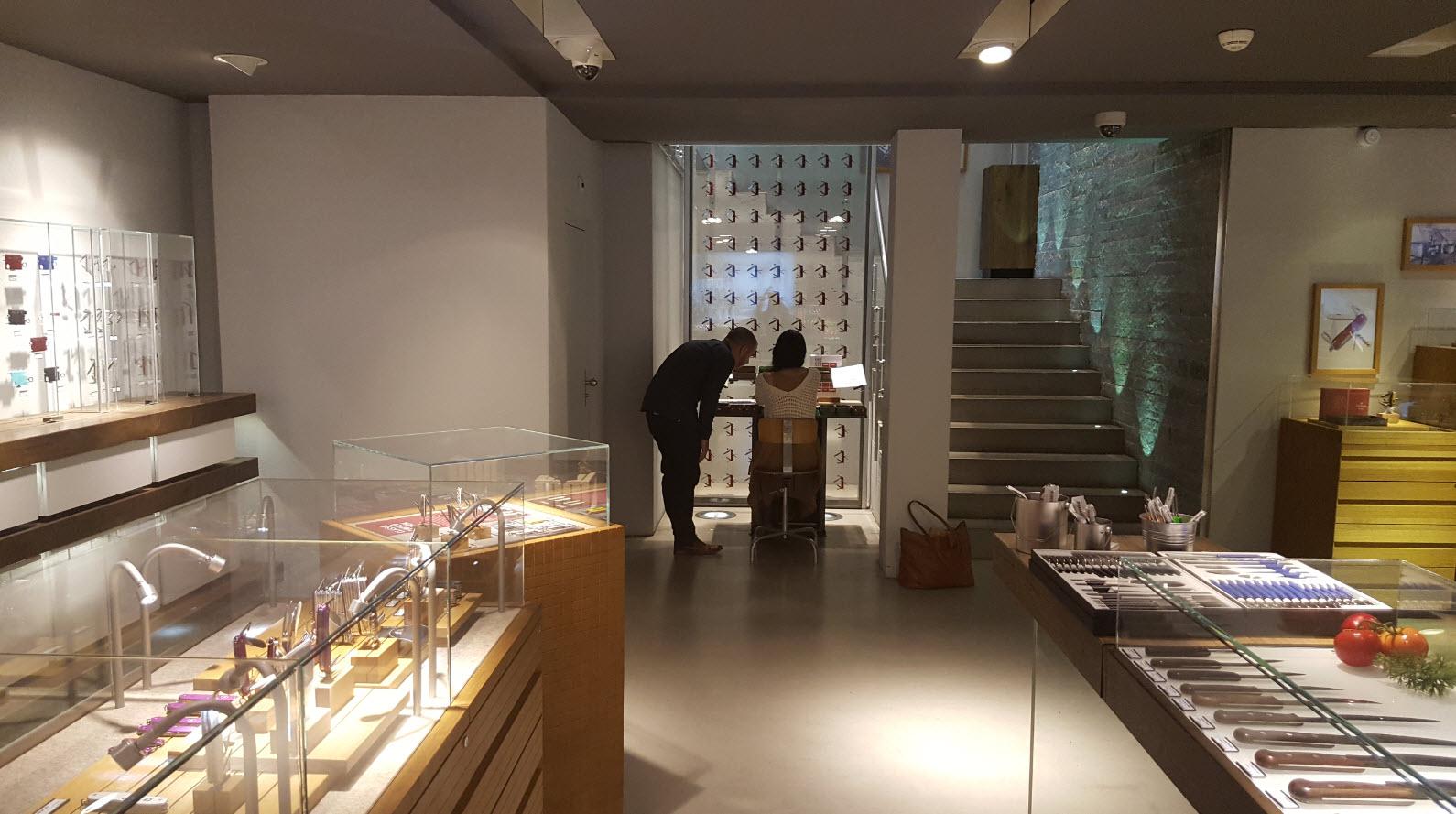 Atelier montage de couteau Victorinox a Geneve