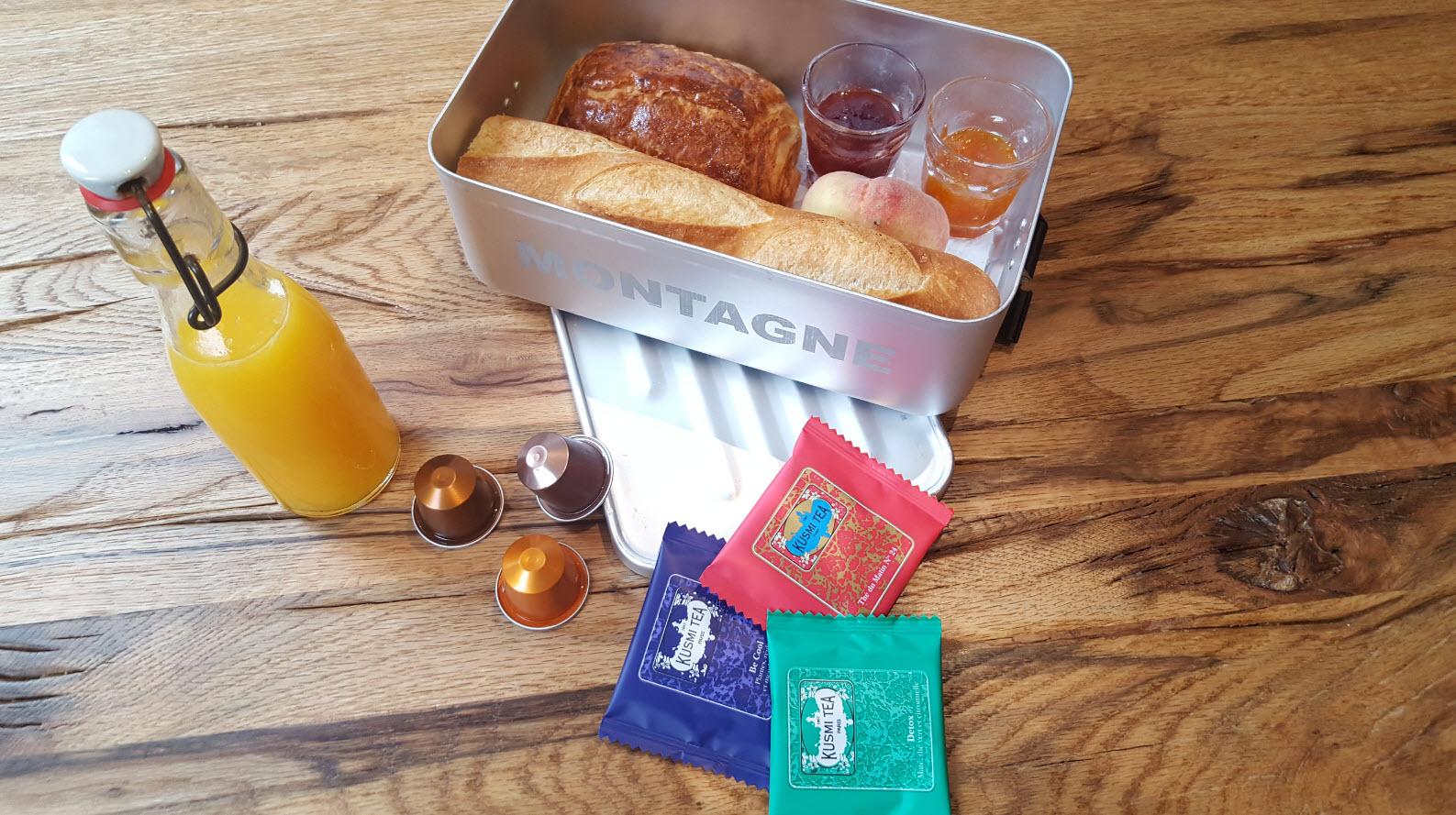 Petit dejeuner presente dans une boite