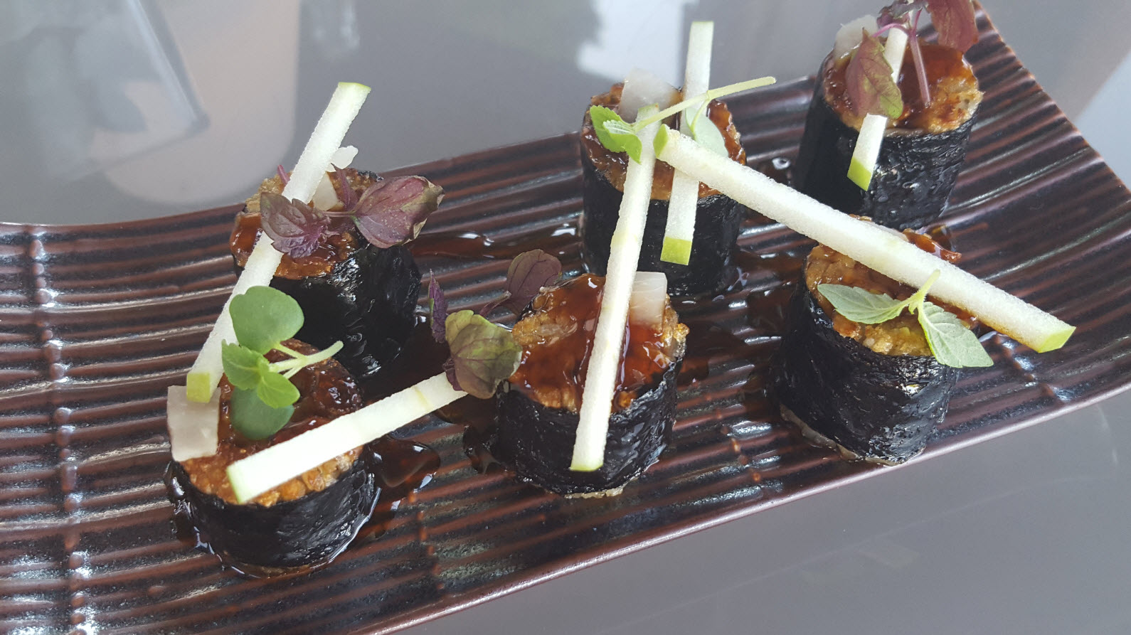 Maki poele au foie gras pomme verte et gingembre