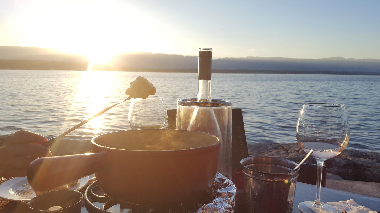 Manger une fondue au bord du lac leman
