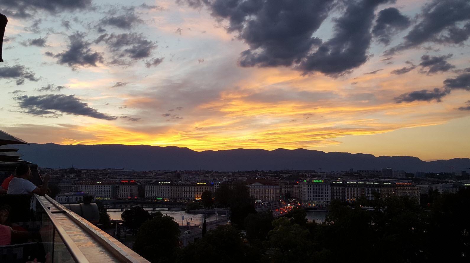 Coucher du soleil sur la rade de Geneve