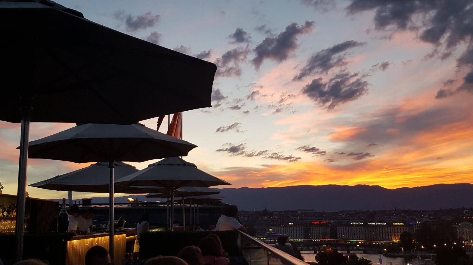 Coucher de soleil au rooftop 5 Lounge Suisse