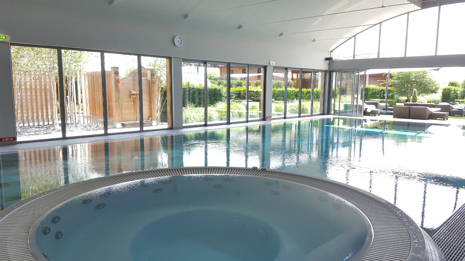 Jacuzzi et piscine interieure