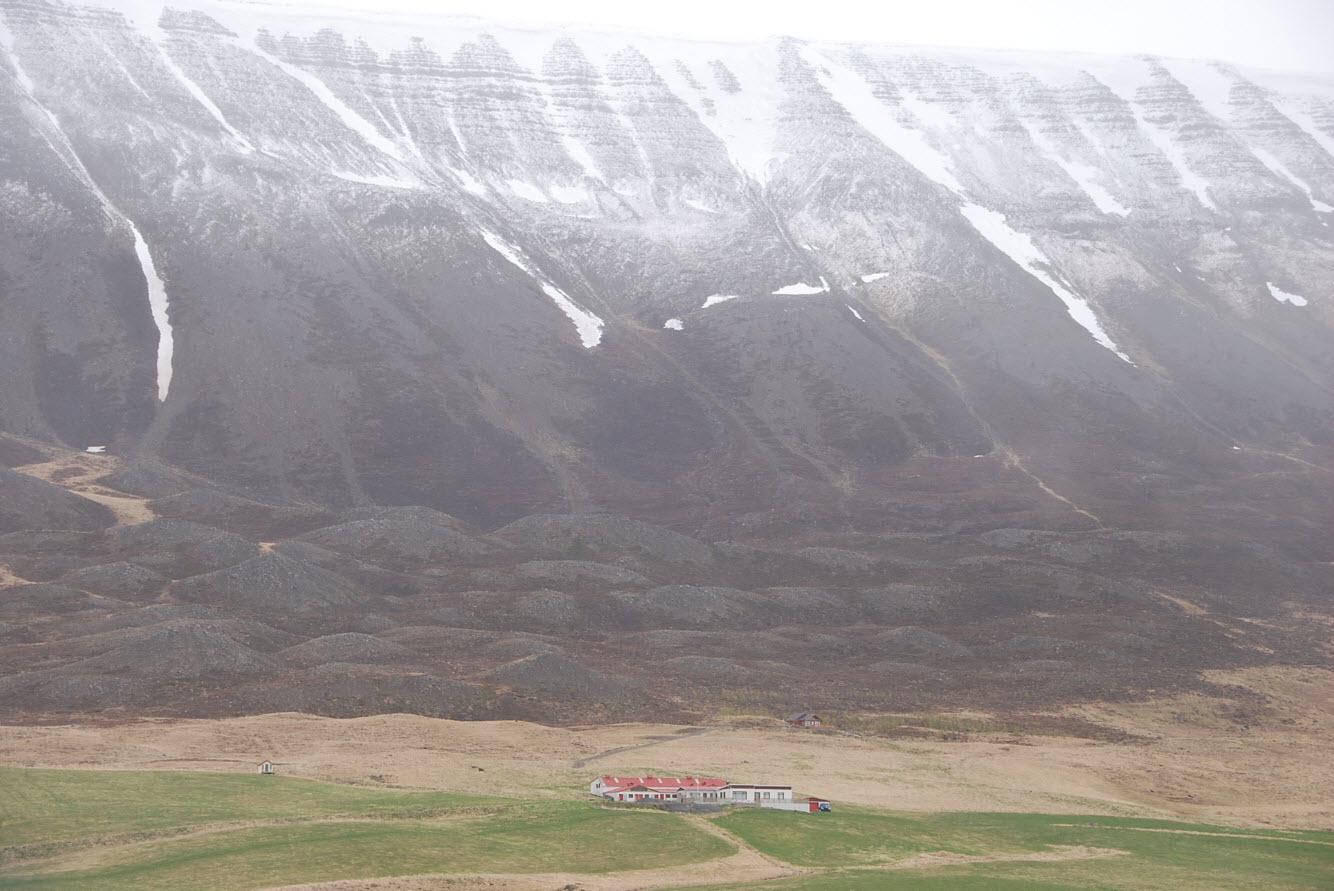 Guide pratique tour Islande montagne enneigee en mai