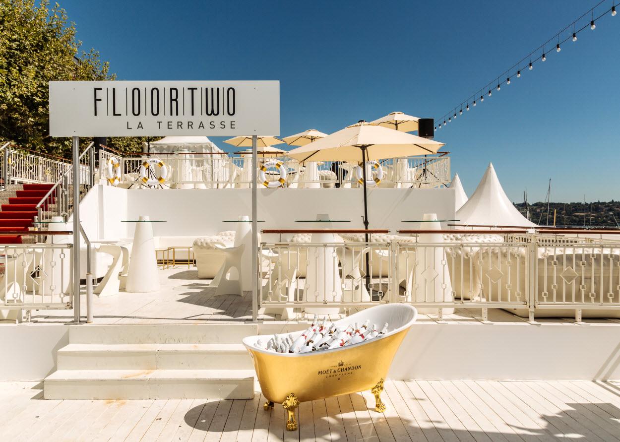 Floortwo Bar terrasse sous le soleil