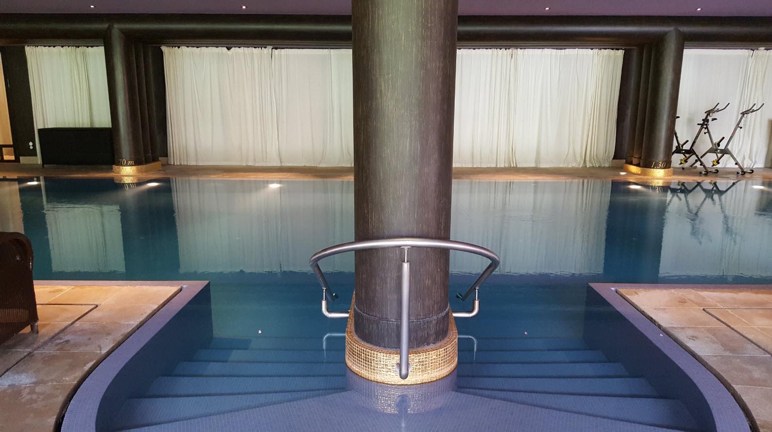 Piscine interieure de l'hotel