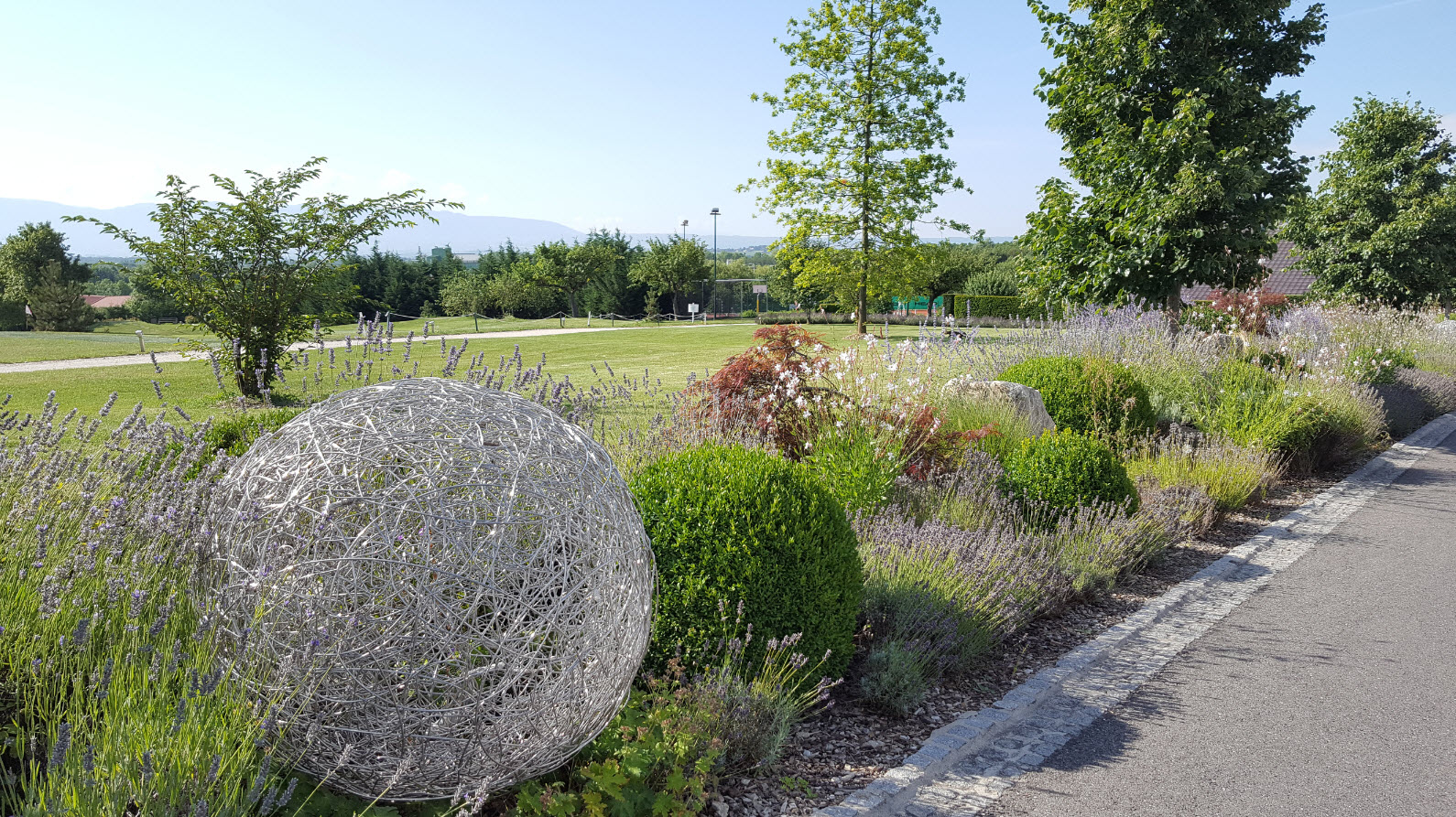 Allee hotel vers le golf