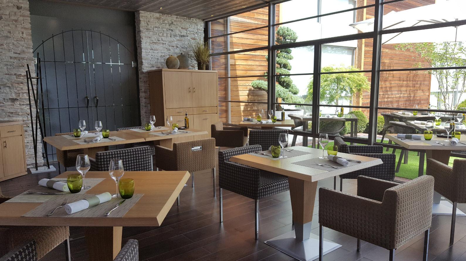 Salle interieure restaurant Le Jardin