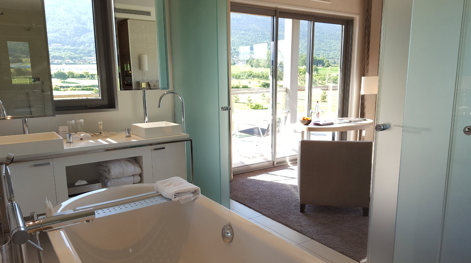 Vue sur le Jura depuis la baignoire