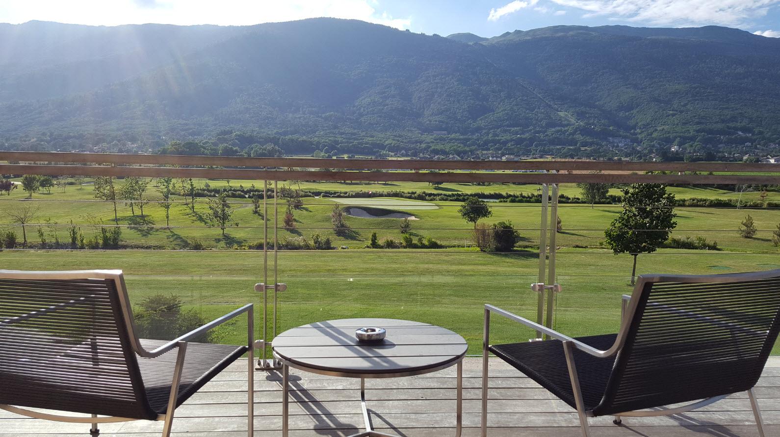 Terrasse avec vue sur le Jura